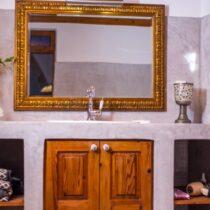 Großer Spiegel im Badezimmer