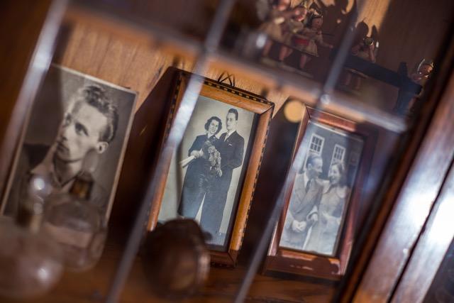 Fototisch neben der Eingangstür