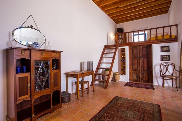 Hochbett-Sala mit Stiege im Wohnbereich