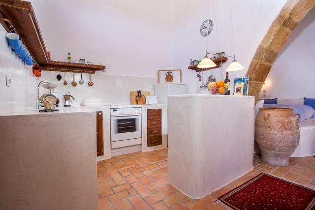 Küchenbereich mit Groß-Amphore